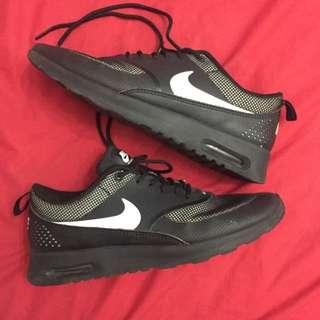 AUTHENTIC* Nike Air Max Theas US 9