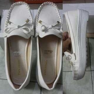 Sepatu Slip On Warna Putih