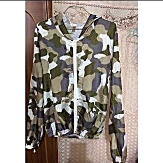 軍綠防曬外套