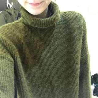 墨綠色毛衣