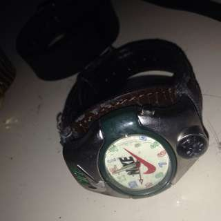 NIKE VERY OLD LEATHER WATCH