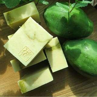 青木瓜手工皂 90g (+/- 5%)