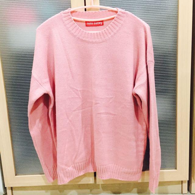 粉色寬鬆針織上衣