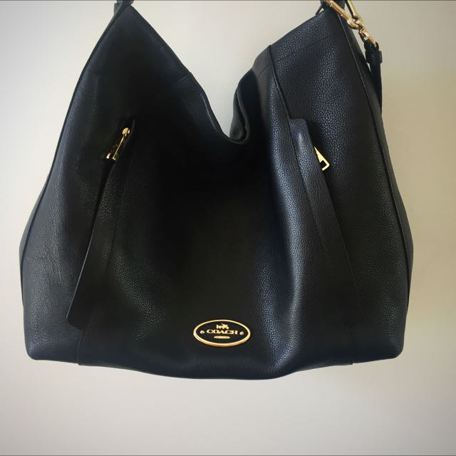 Coach Scout Hobo Pebbled Black Leather With Gold Hardware