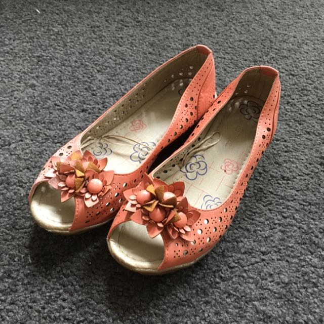 Coral Flats Size 6.5