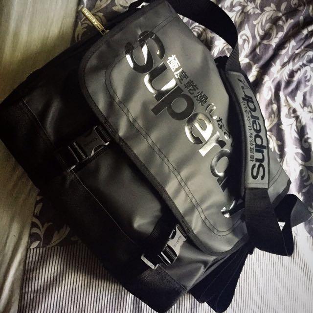 Superdry 極度乾燥 郵差包 斜背、側背包