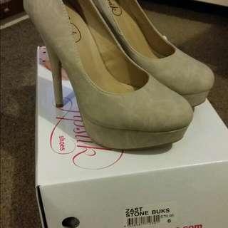 lip stick cream heels