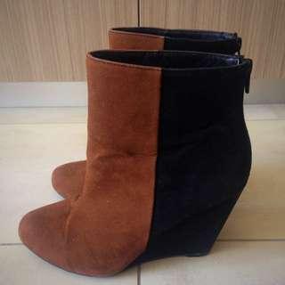 Novo Size 7 Suede Boots
