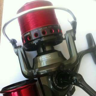 AKIOS SCORA 100 SURF SPINNING REEL WITH SPARE SPOOL