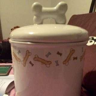 White ceramic pet food (air tight) jar