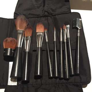 The Body Shop Preloved Makeup Brushes