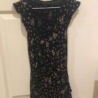 FOREVER NEW, Size 6 Black Floral V-neck Top