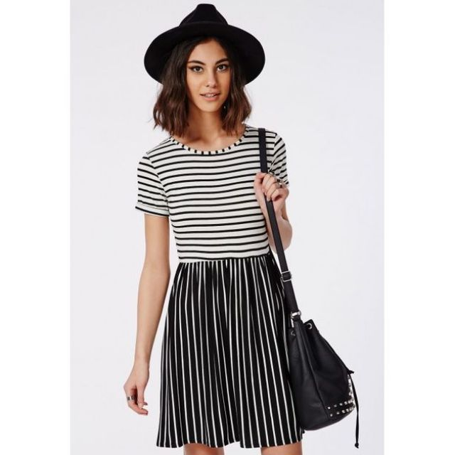 865ebbde1e2d BNWT Missguided T-Shirt Skater Dress Monochrome Stripe