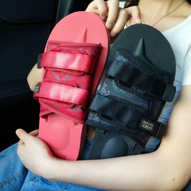 7743820b4ae1 CLOT x SUICOKE MOTO-VS 丝绸黑色紅色限量版拖鞋