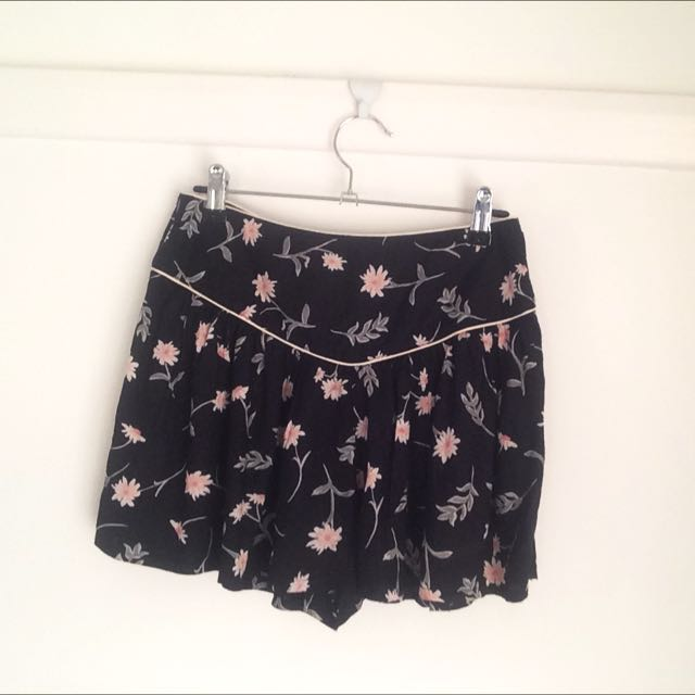 Floral Element Pleated Shorts