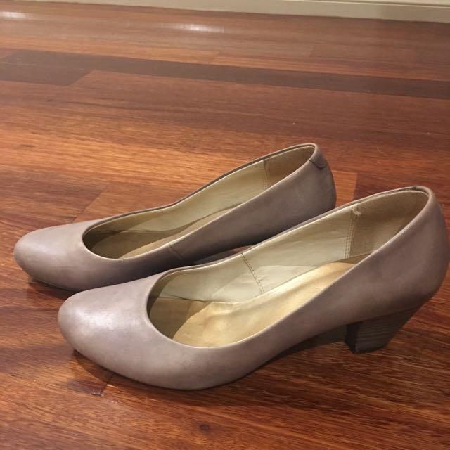 "JO MERCER, size 37 ""Maura"" Shoe. Colour- Taupe"