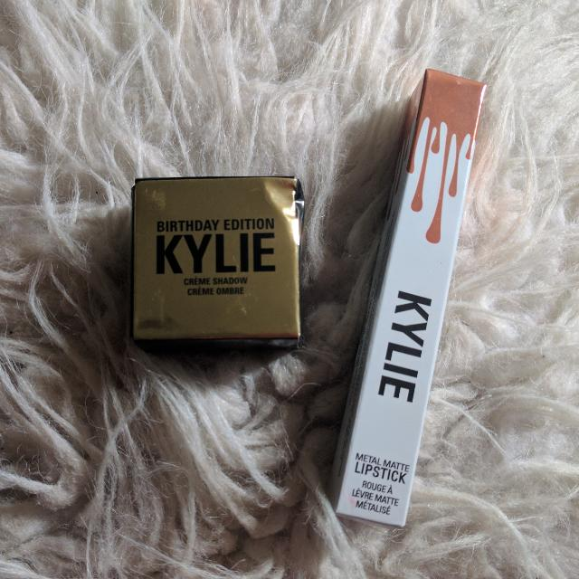 Kylie Creme Shadow & Metal Matte Lipstick