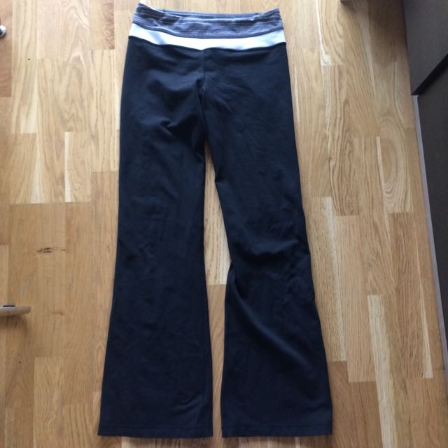 REDUCED Lululemon Groove Pants Size 6 Reversible