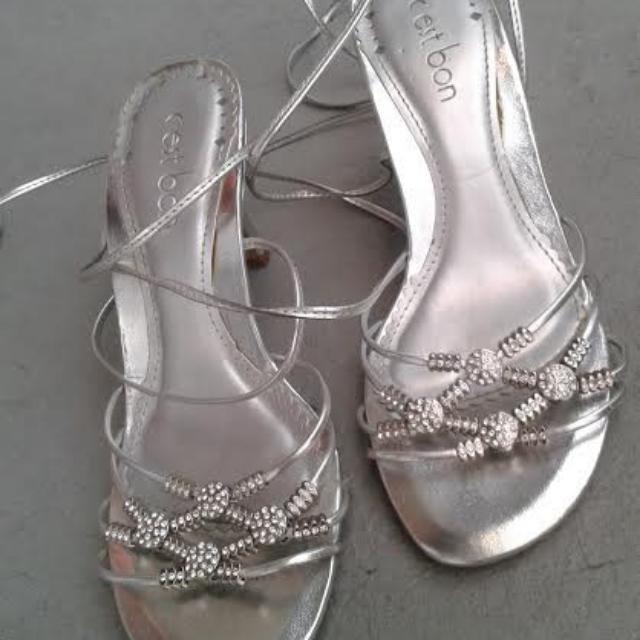 Silver Tie-up Heels Sz5