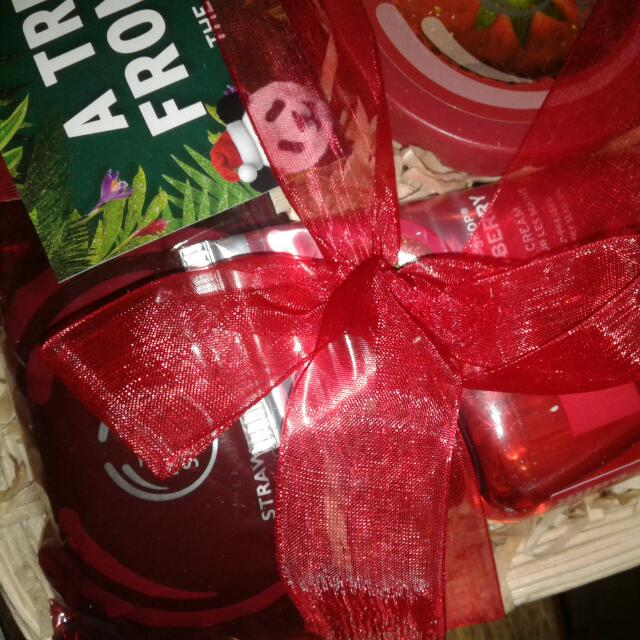 'The Body Shop ' Strawberry Gift Pack In Basket RRP  $50+