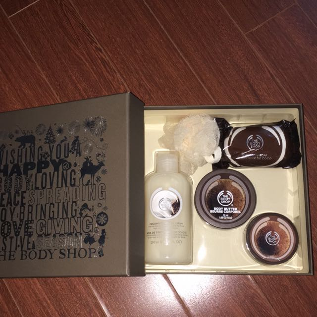 The Body Shop Coconut Washing Set