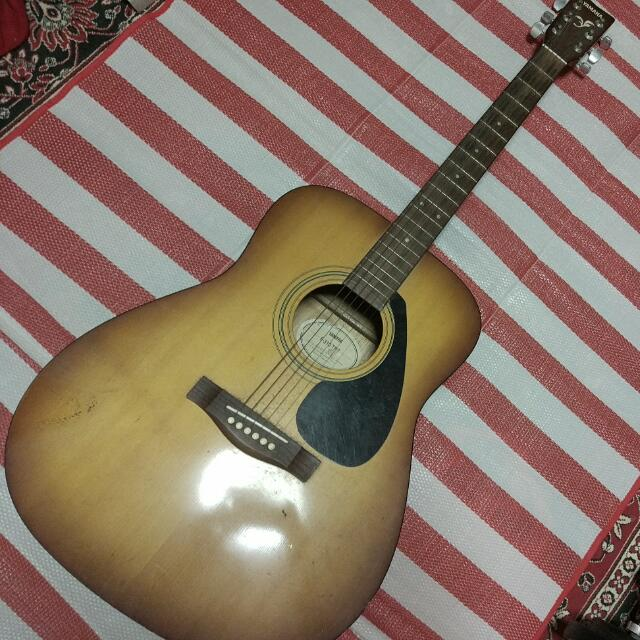 dc417fc03cb Yamaha F310 Acoustic Guitar, Music & Media, Music Instruments on Carousell
