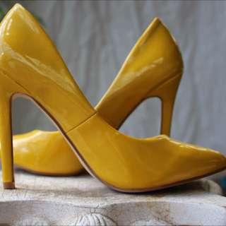 FREELANCE Patent Yellow Almond Toe Heels