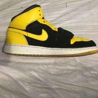 Jordan 1 Mid Size 5.5