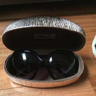 Cotton I Sunglasses And Case