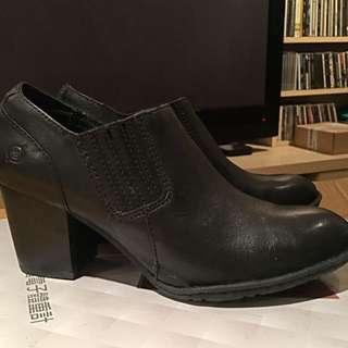 Born黑色真皮踝靴