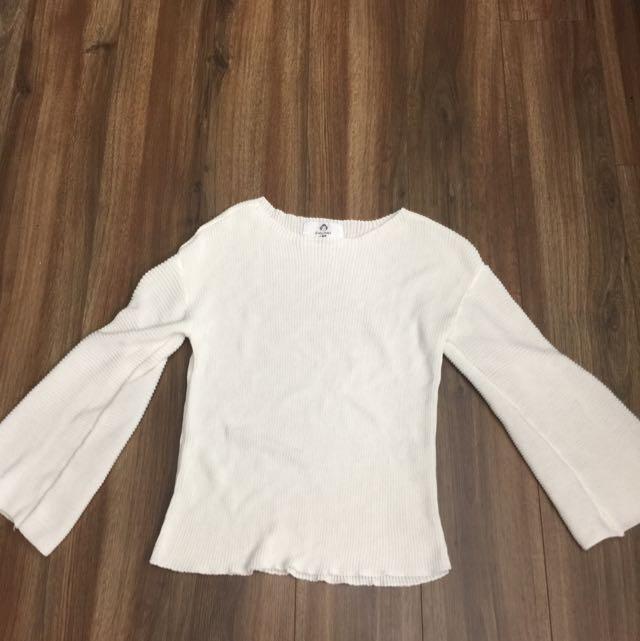 喇叭袖白色顯瘦針織上衣
