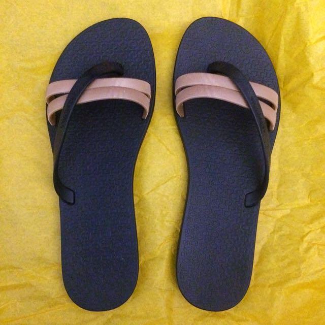 d64b0a6285a6 BN  Grendene Flip Flops   Slippers