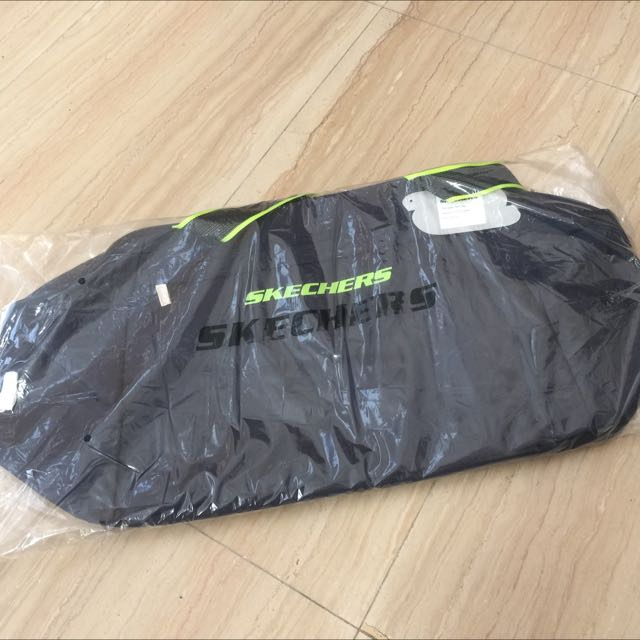 533523a19b03 BNIP Skechers Gym Bag / Exercise Bag / Sports Bag / Carry-all Bag ...