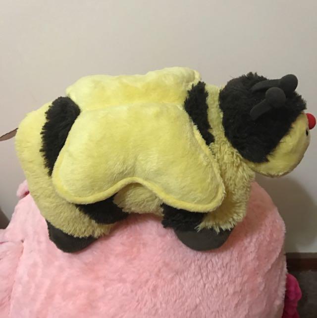 cutie bee pillow