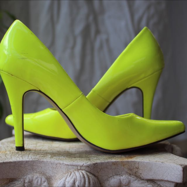 ISABELLA BROWN Neon Yellow Almond Toe Heels