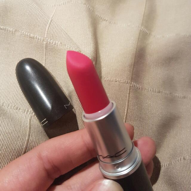 MAC All Fired Up (Retro Matte) Red Lipstick