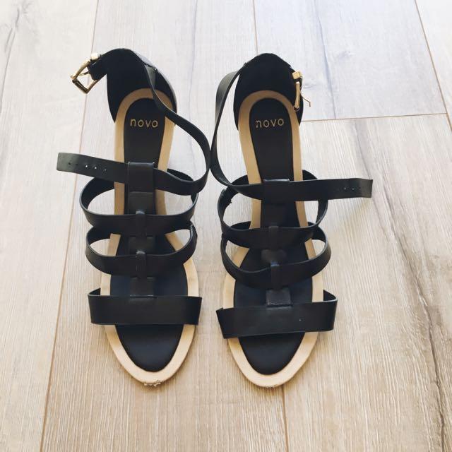 Novo Shoes - Size 9