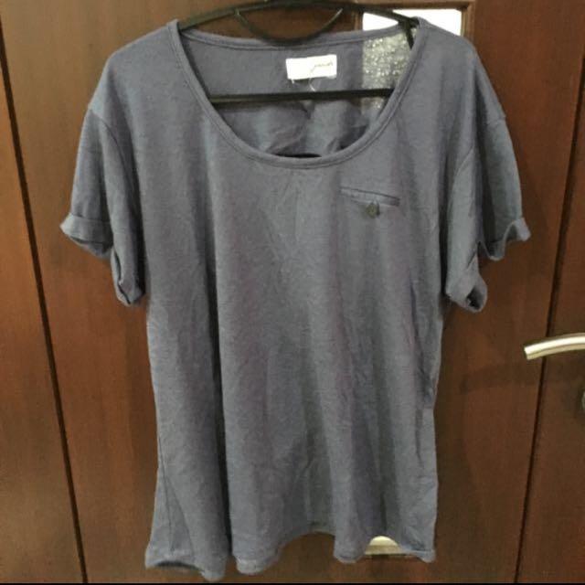 t-shirt by gaudi