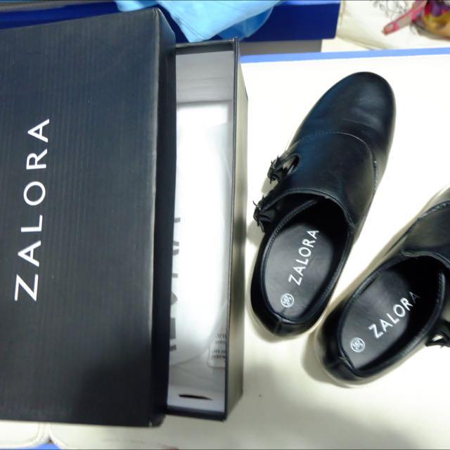 Sepatu Slip On (merk: Zalora)