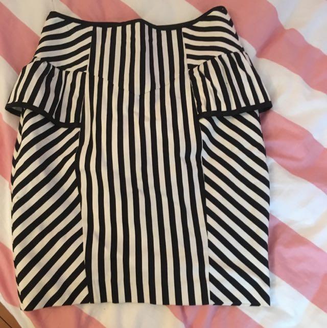 Sheike Short Skirt