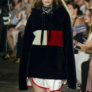 Oversize Tommy Pullover