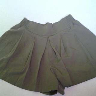 Fatigue Shorts/skirt..yung 2nd Picture Is Yung Back..