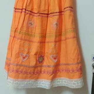 🚚 粉橘繡花及膝裙