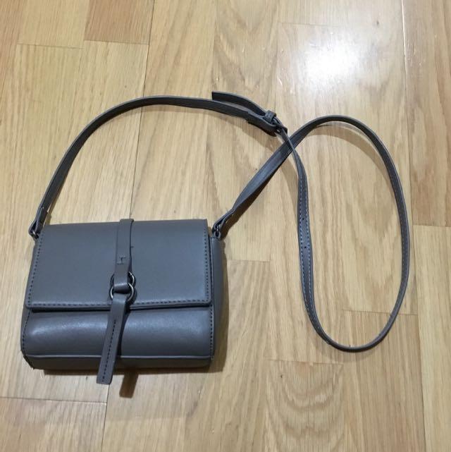 灰色小包包