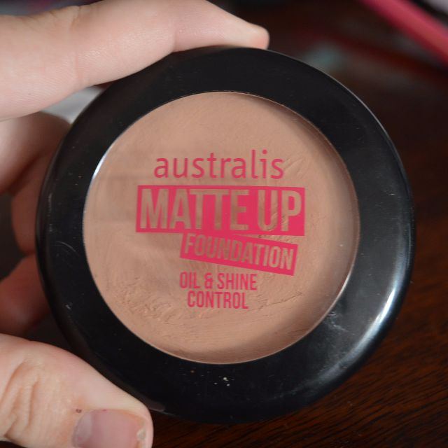 Australis matte up foundation oil and shine control