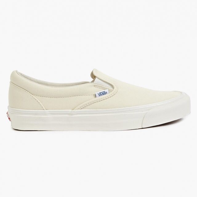 Authentic VANS Classic Slip On in White