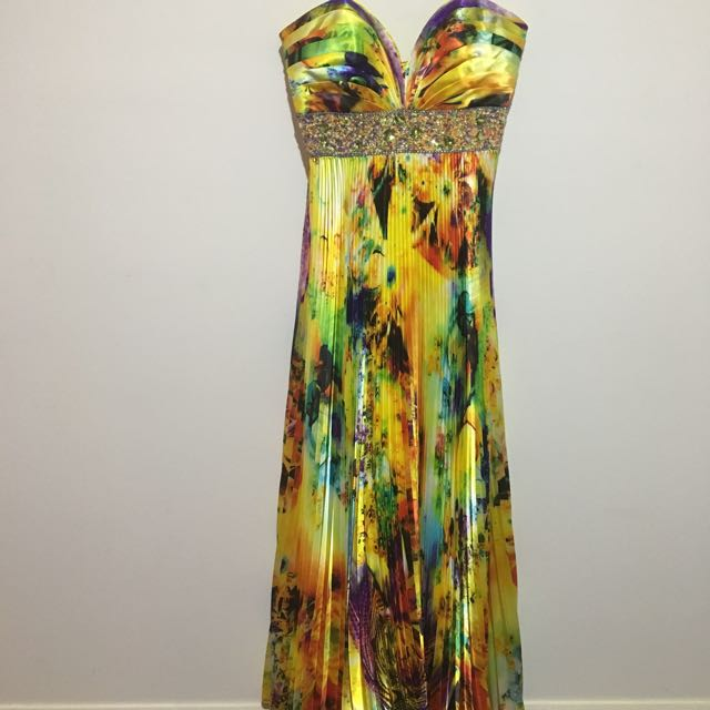 Beautiful Size 6 Evening Dress With Crystal Detail