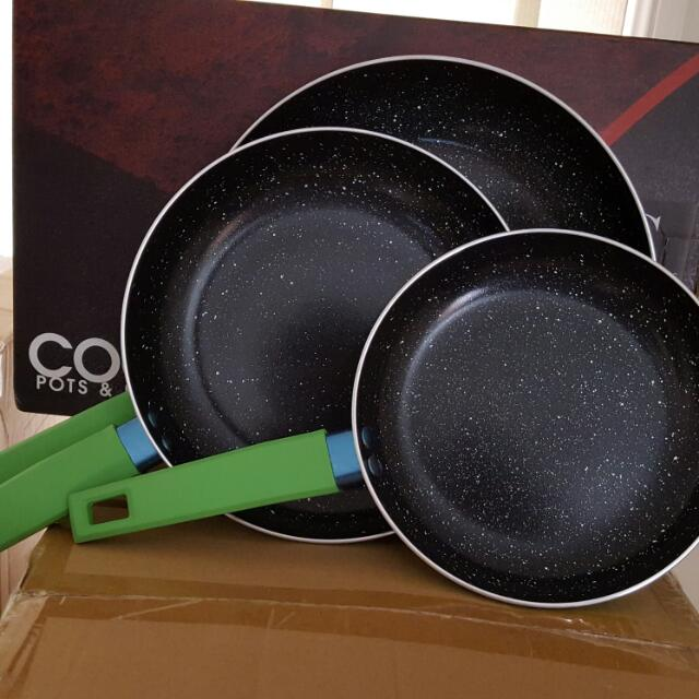 Brand new in box marble coated 3pc pan set!!