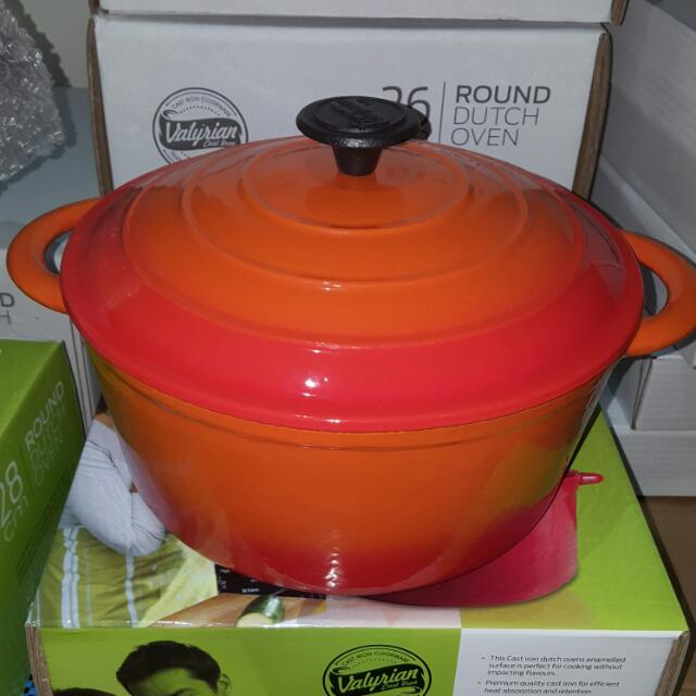 Brand new in box Valyrian Cast Iron Dutch Oven
