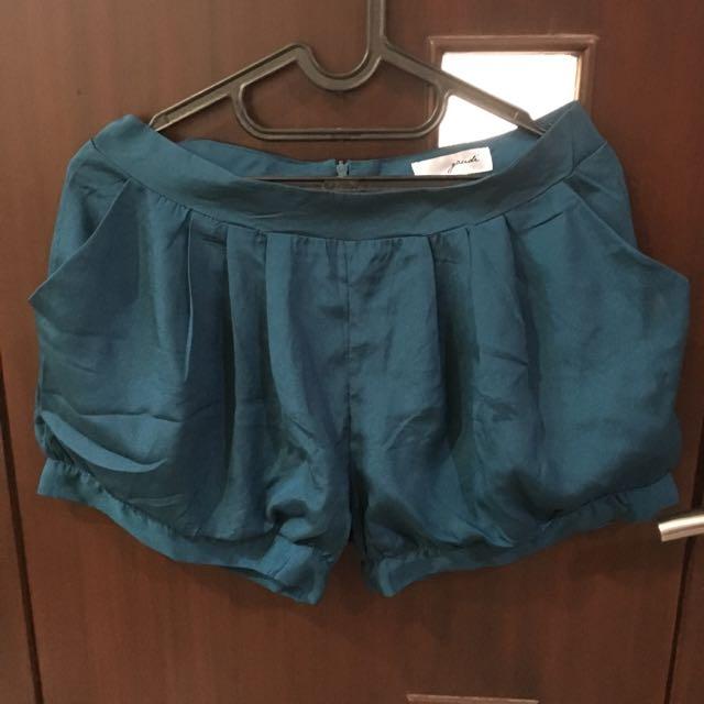 Celana pendek by Gaudi